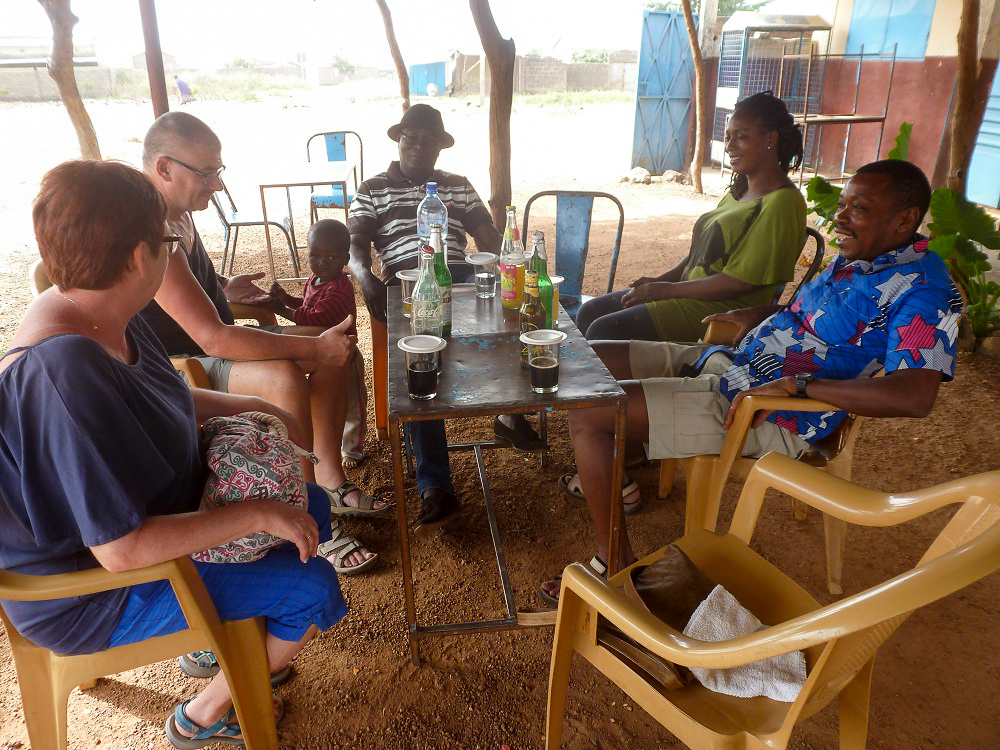 Een pintje drinken in Burkina Faso.