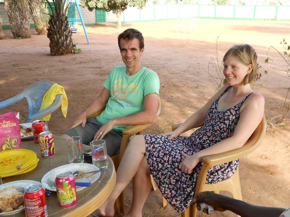 """Tom en Nathakie """"vzw TogoKds"""" op bezoek."""